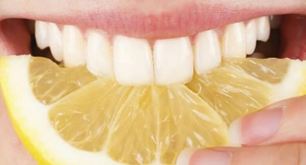 Le citron pour se détartrer les dents
