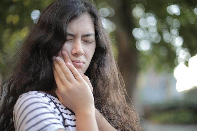 Douleur après extraction dentaire